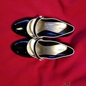 Shoes - FIONI black paten leather shoes